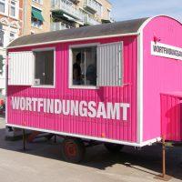 Wortfindungsamt, partizipatorisches Kunstprojekt im öffentlichen Raum, Hamburg - Ottensen. Im Rahmen der Kunstaltonale 2010
